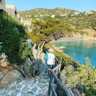 Spaziergänger entlang des Meeres auf Kreta
