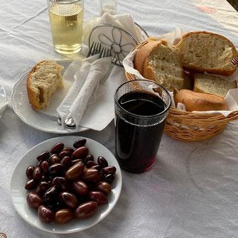 Kretisches Essen: Oliven und Brot
