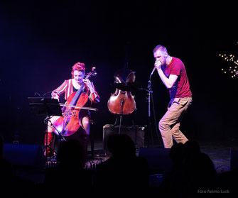 Cellistin Stefanie John mit Beat Boxer beim Konzert mit crossover Musik in der WABE #berlin #cellomusic