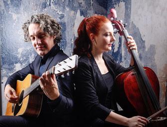 Cello und Gitarre Duo - Gitarrist und Cellistin spielen Pop und Klassik auf Events wie Hochzeiten, Firmenfeiern, Geburtstagen, Trauerfeiern, Galas