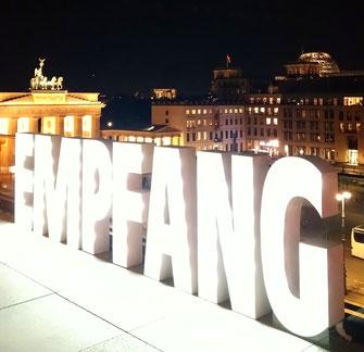 Empfang Jubiläumsfeier Event Pariser Platz Berlin Hintergrund-Musik Foto: Cellistin Stefanie John