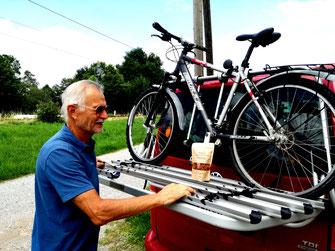 Der Proteinsnack von knackig begleitet Manfred auf seinen Radtouren.