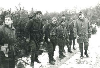 Le CDC au contact de ses soldats, à g. SGT LEMOINE
