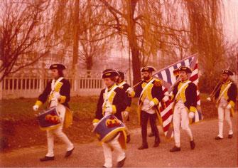 Célébration de la victoire, un détachement du Royal Deux-Ponts en tenue d'apparat (drapeau d'ordonnance)