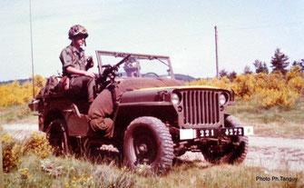 Un élément motorisé (Jeep) de la section d'éclairage et de reconnaissance (S.E.R.) été 1974 (Fonds TANGUY)
