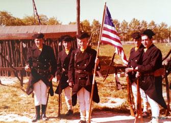 Les Inisurgents américains hissent le drapeau de la victoire ! (Fonds Tanguy)