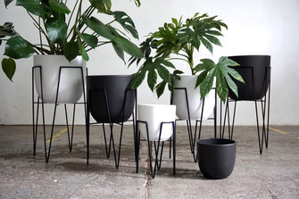 Mid Century Modern Design Hairpin Leg Planter Plant Stand Black White
