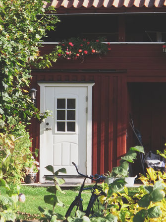 bigousteppes suède vaxholm maison jardin bois rouge vélo