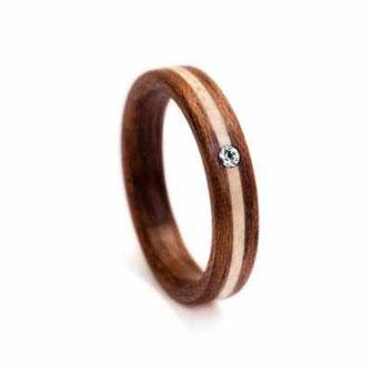 Holzring, Partnerring, Hochzeitsring, Trauring, Mahagoni mit Ahorn-Inlay und Swarovski Kristall, Holzinlay, www.holz-liebe.at/shop