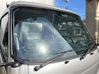 施工例3(施工後)働く車の運転席ガラスへのスモークフィルム貼り【カーフレッシュ新潟】