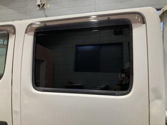 施工例1(施工後)働く車の運転席ガラスへのスモークフィルム貼り【カーフレッシュ新潟】