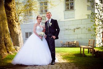 Hochzeitsfotos Ingolstadt, Hochzeitsfotografie Ingolstadt, Hochzeitsreportage im Schloss Hofstatten, russische Hochzeit im Böhmfeld