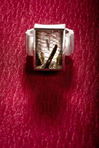 Ring, Epidot  925/- Silber, Urte Hauck, Schmuckdesignerin, Hannover, Foto: Bernd Euler/ApM-Media.de