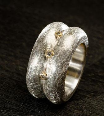 Ring, 3 kleine Brillanten, 750 /-Gelbgold, 925 /-Silber