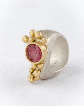 Ring, Turmalin  750/- Gelbgold, 925/- Silber, Urte Hauck, Schmuckdesignerin, Hannover, Foto: Bernd Euler/ApM-Media.de