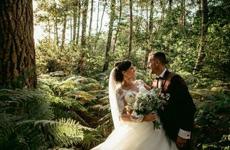 Photographe de mariage à rennes en bretagne - Séance couple photo de mariage en foret de Brocéliance