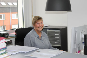 Frau Flechtner am Empfang