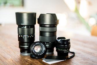 Arbeitsmaterial und Kamera-Equipment als nachhaltiger Fotograf