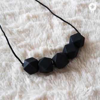 minimal noir collier mini petit mouton