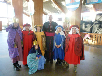 Unsere Sternsinger mit Bischof Dr. Rudolf Vorderholzer