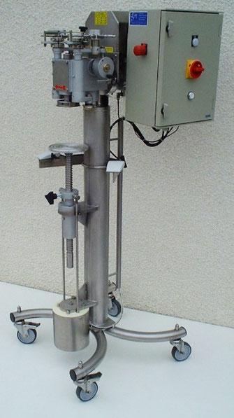 Sertisseuse sur châssis inox. Sertissage de boîtes rondes (métal, composites, plastiques...) - SCIM