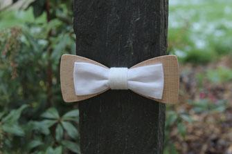 Noeud papillon en bois blanc