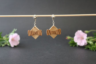 Clips d'oreille noeud pap en bois