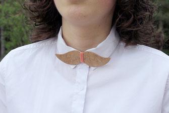 Noeud papillon humoristique pour femme branchée