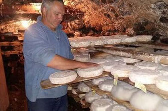 cave d'affinage de tomes de la ferme Châtelain