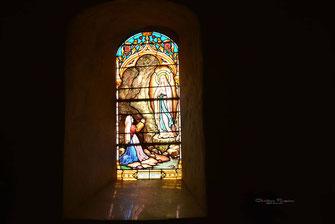 Vitrail apparition de Notre Dame de Lourdes