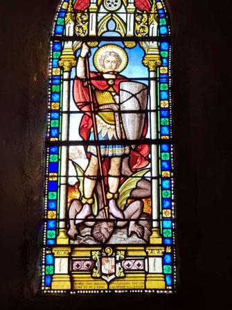 Saint Michel Archange terrasse le dragon