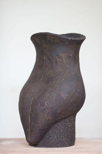 Kleine Göttin; 2016; 50cm;  Steinzeug