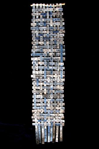 Gebetsgeflecht; 2008; 50cm,  Büttenpapierstreifen