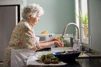 ADL Hulpmiddelen Keuken Snijplank Fixeerplank Reuma Aangepast Bestek Good Grips