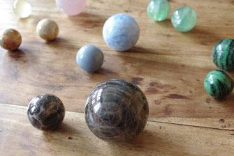 Sphères & oeufs en pierre