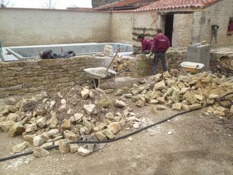 construction d'un mur en moellons
