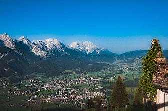 Blick auf Saalfelden am Steinernen Meer und Hochkönig in Österreich