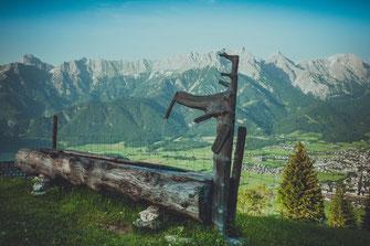 Österreichs Berglandschaft bei Zell am See. Bild Datei mit Standard oder erweiterter Lizenz für kommerzielle Zwecke kaufen.