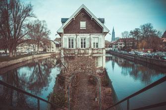 """""""Reflexion"""" - Haus am Ill als Wandposter oder lizenzfrei herunterladen"""