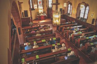 Fotograf für professionelle Fotos von der Taufe Ihres Kindes in der Kirche und anschließenden Gruppenfotos mit der Familie bei der Feier oder im Park