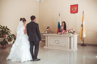 Hochzeitsfotograf, Videograf oder Kameramann in Moskau für authentische Hochzeitsfotos und -Videos als Reportage oder mit nachgestellten Szenen