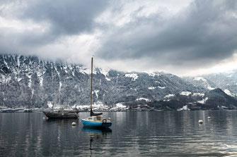 Zwei Boote am Thunersee in der Schweiz