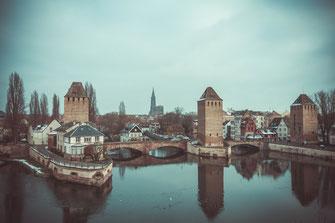 Ponts Couverts in Strasbourg als Wandposter oder lizenzfrei herunterladen