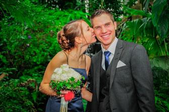 Hochzeitsfotograf, Videograf oder Kameramann in Düsseldorf für authentische Hochzeitsfotos und -Videos als Reportage oder mit nachgestellten Szenen