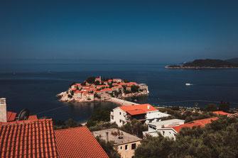 Sveti Stefan Top 10 Sehenswürdigkeiten von Montenegro Berglandschaft Crna Gora Meer Küste Berge Stadtlandschaft Stadtaufnahmen Landschaft Stadtpanorama Urlaub Urlaubsort