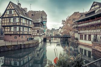 Idyllische Altstadt von Straßburg als Wandposter kaufen