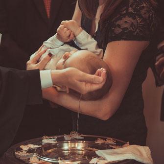 Fotograf für Aufnahmen während einer Taufe, orthodoxen Taufe, christlichen Konfession, griechisch-orthodox Taufe inklusive Familienaufnahmen und Gruppenfotos