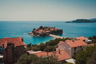 Sveti Stefan Insel und bekannteste Sehenswürdigkeit in Montenegro kostenlos herunterladen