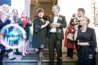Hochzeitsfotograf aus Bad Vilbel und Rhein-Main Gebiet für authentische Hochzeitsfotos und -Videos als Reportage oder mit nachgestellten Szenen