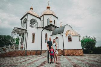 Fotograf für professionelle Aufnahmen der Taufe Ihres Kindes in der Kirche und anschließenden Gruppenfotos mit der Familie